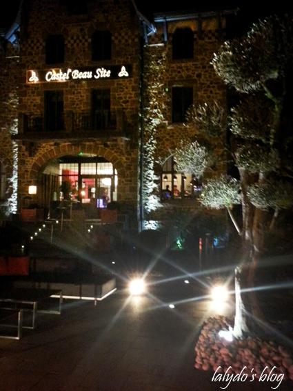 entree-castel-beau-site-ploumanach-nuit