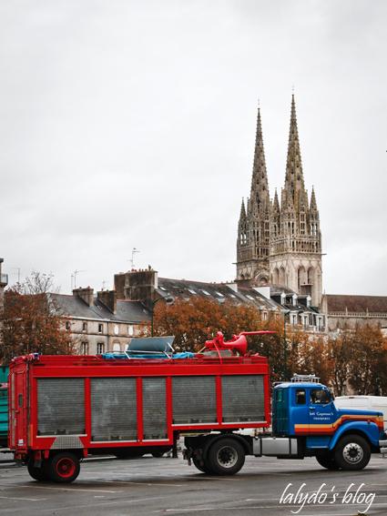 camion-manif-cathedrale-saint-corentin-quimper