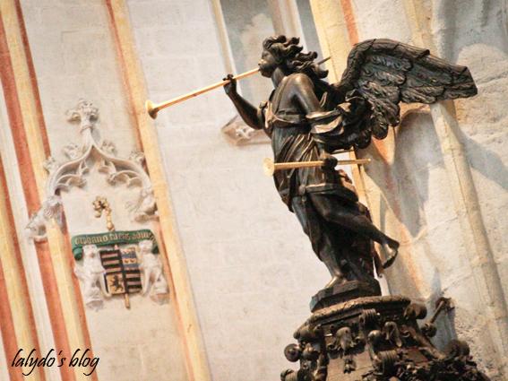 interieur-cathedrale-saint-corentin-quimper