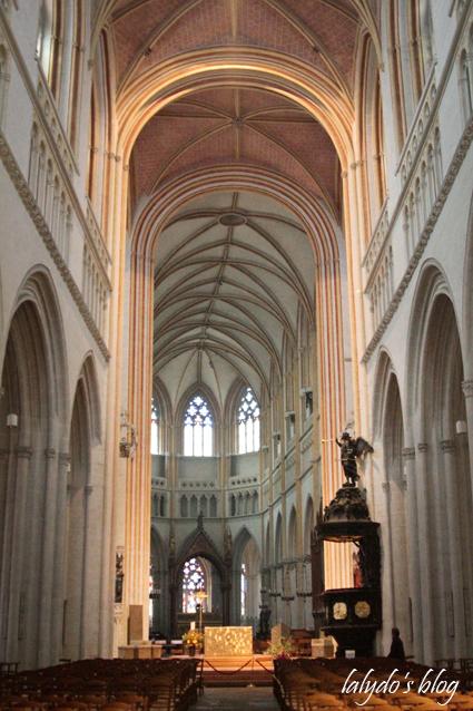 nef-cathedrale-saint-corentin-quimper-2
