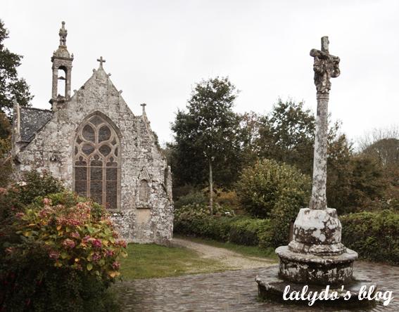 chapelle-et-croix-locronan
